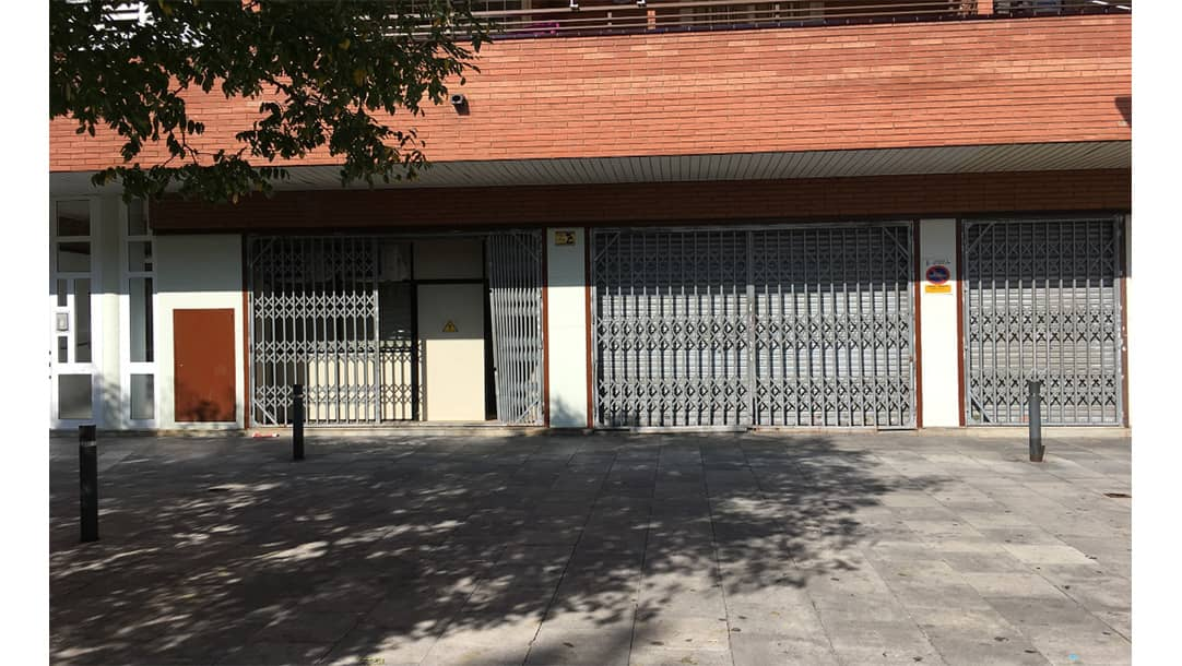 Local en venta o alquiler en Sant Adrià de Besós, Avinguda de les Corts Catalanes 541