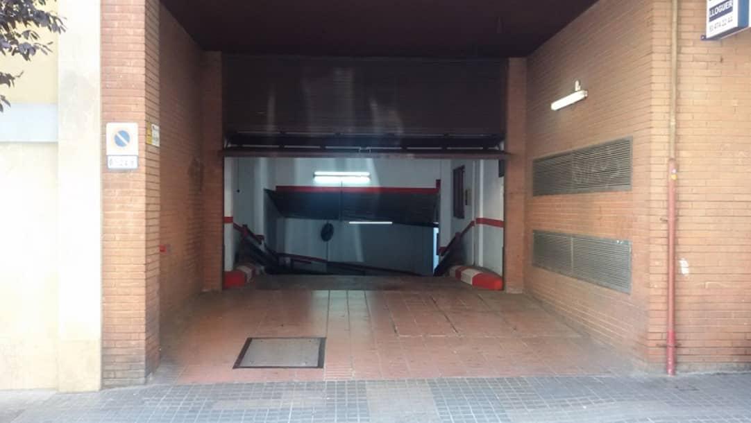 Parquing en alquiler en Barcelona, Calle Bóbila 15