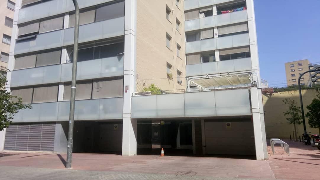 Parking en venta o alquiler en Hospitalet de Llobregat, Passatge Salvadors 5