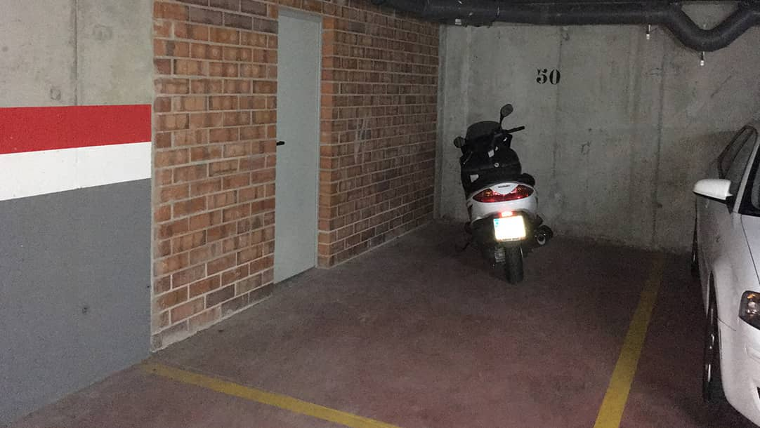 Parking en venta para moto / coche en Sant Boi de Llobregat, calle Bonaventura Calopa 24 - Vinyets