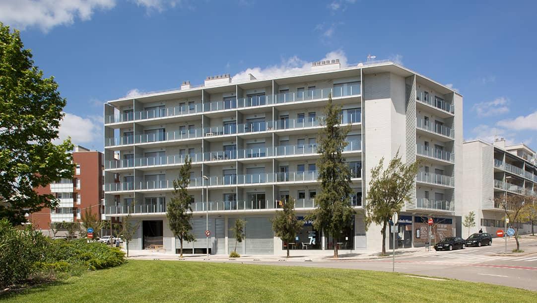 Local en venta en Sant Boi Llobregat Ronda Sant Ramon - Fachada 1